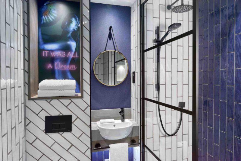 N Y X London Holborn Executive Bathroom [ ]